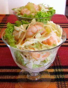 Салат с креветками и капустой