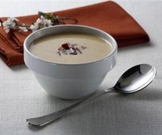 суп из лука порея с миндалем