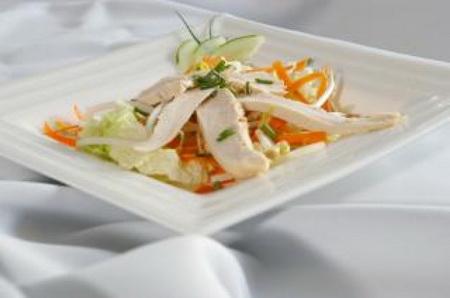 Куриный салат с морковью и капустой