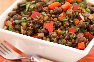 салат из красной фасоли и чечевицы с красным болгарским перцем, тмином и кинзой