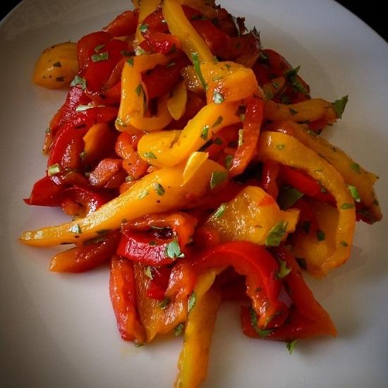Салат из запеченного болгарского перца
